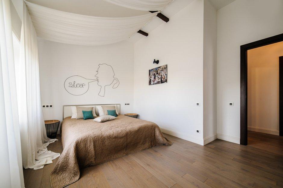 Фотография: Спальня в стиле Лофт, Современный, Квартира, Проект недели, Подмосковье, Более 90 метров, Buro 19.23, Коттеджный поселок «Опушкино» – фото на INMYROOM
