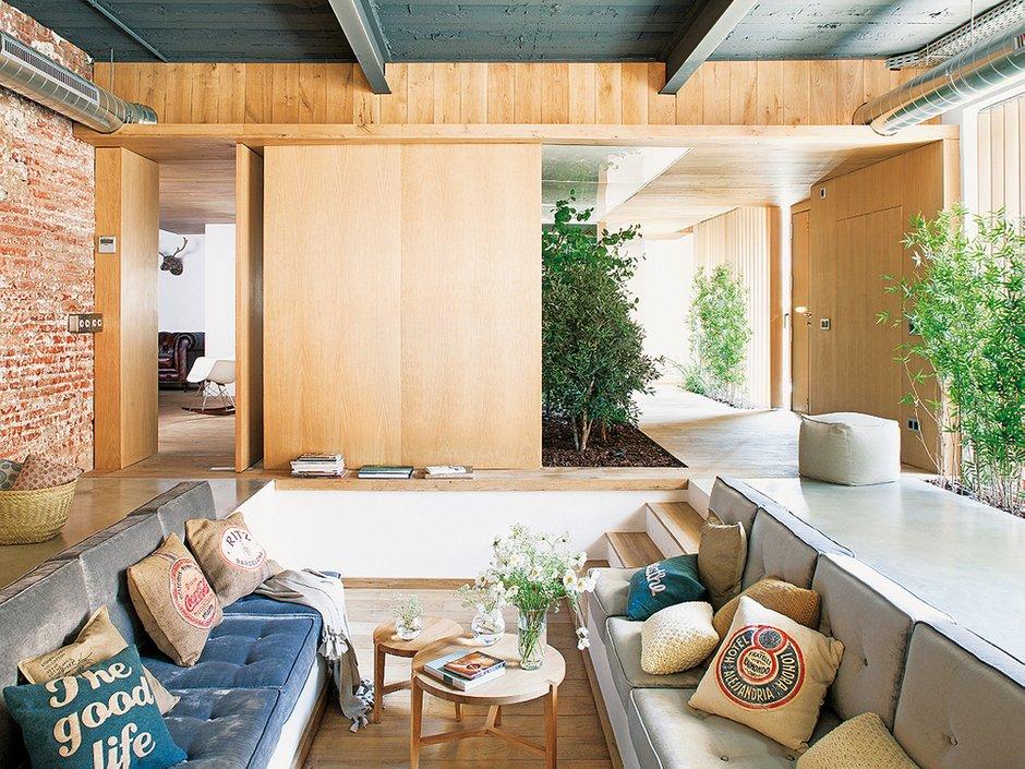 Фотография: Гостиная в стиле Лофт, Декор интерьера, Интерьер комнат, Проект недели, напольное покрытие – фото на INMYROOM