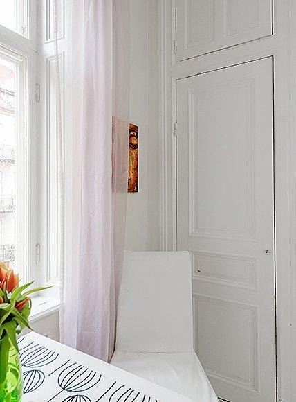 Фотография: Мебель и свет в стиле Скандинавский, Декор интерьера, Малогабаритная квартира, Квартира, Швеция, Цвет в интерьере, Дома и квартиры, Белый – фото на INMYROOM