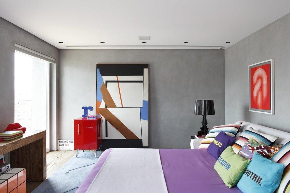 Фотография: Спальня в стиле Эклектика, Современный, Дом, Цвет в интерьере, Дома и квартиры, Серый, Бразилия, Пол, Сан-Паулу – фото на INMYROOM