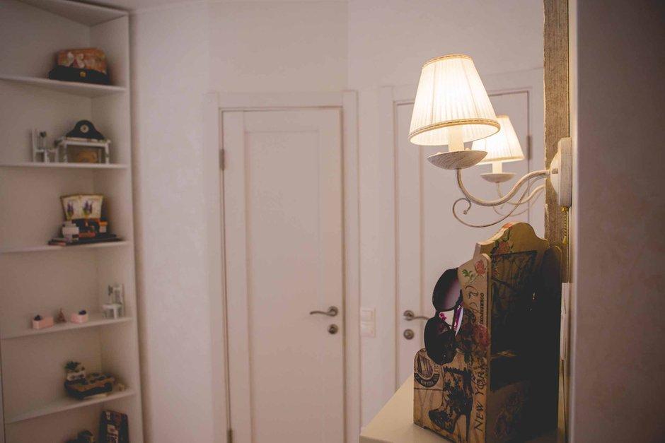 Фотография:  в стиле , Прованс и Кантри, Классический, Эклектика, Квартира, Украина, Планировки, Декор, Мебель и свет, Белый, Проект недели, Бежевый, Серый, Розовый, Голубой, Бирюзовый, Коричневый, Киев, ИКЕА, перепланировка однокомнатной квартиры, Sadolin, Butlers, Befag, N&B light, AGT, Wannabe Decor, Tektura Ornamentals, Sandudd white secrets, Art De Vivre, Ирина Мануковская, Art De Vivre, Smart Design Studio, квартира в мансарде – фото на InMyRoom.ru