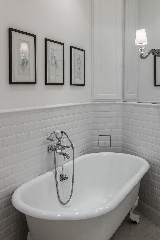 Фотография: Ванная в стиле Классический, Прованс и Кантри, Квартира, Антиквариат, Белый, Проект недели, Париж, Бежевый, ИКЕА, антикварная мебель в интерьере, Более 90 метров, #эксклюзивныепроекты, Катя Гердт – фото на INMYROOM