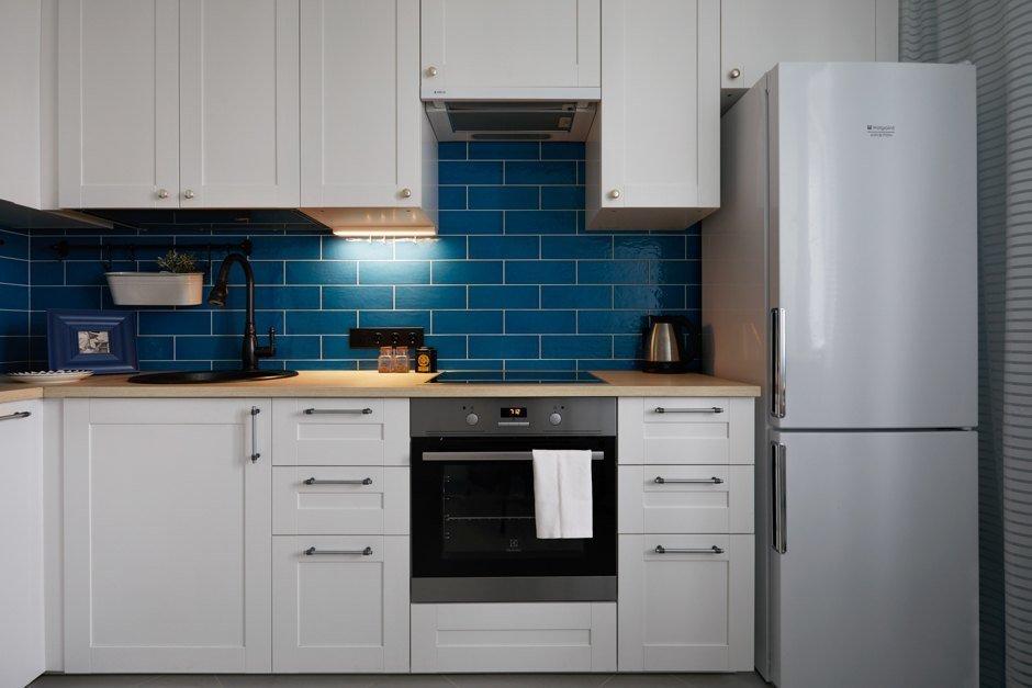 Фотография: Кухня и столовая в стиле Современный, Ванная, Прихожая, Спальня, Балкон, Проект недели, Желтый, Синий, Голубой, 1 комната, до 40 метров, ПРЕМИЯ INMYROOM – фото на INMYROOM