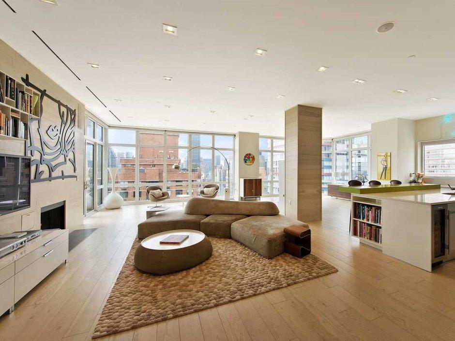 Фотография: Гостиная в стиле Современный, США, Дома и квартиры, Интерьеры звезд, Нью-Йорк, Пентхаус, Панорамные окна, Пол – фото на INMYROOM