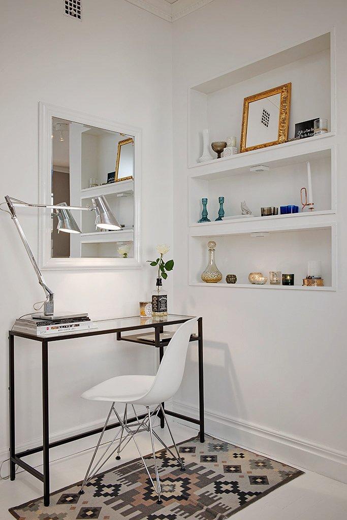 Фотография: Офис в стиле Лофт, Скандинавский, Малогабаритная квартира, Квартира, Швеция, Цвет в интерьере, Дома и квартиры, Белый, Стена – фото на INMYROOM