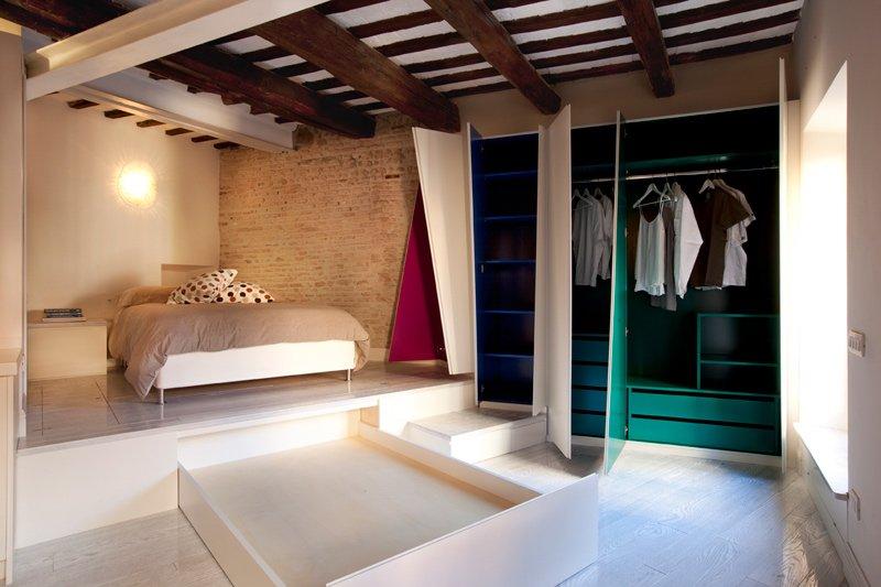 Фотография: Спальня в стиле Современный, Малогабаритная квартира, Квартира, Италия, Дома и квартиры – фото на INMYROOM