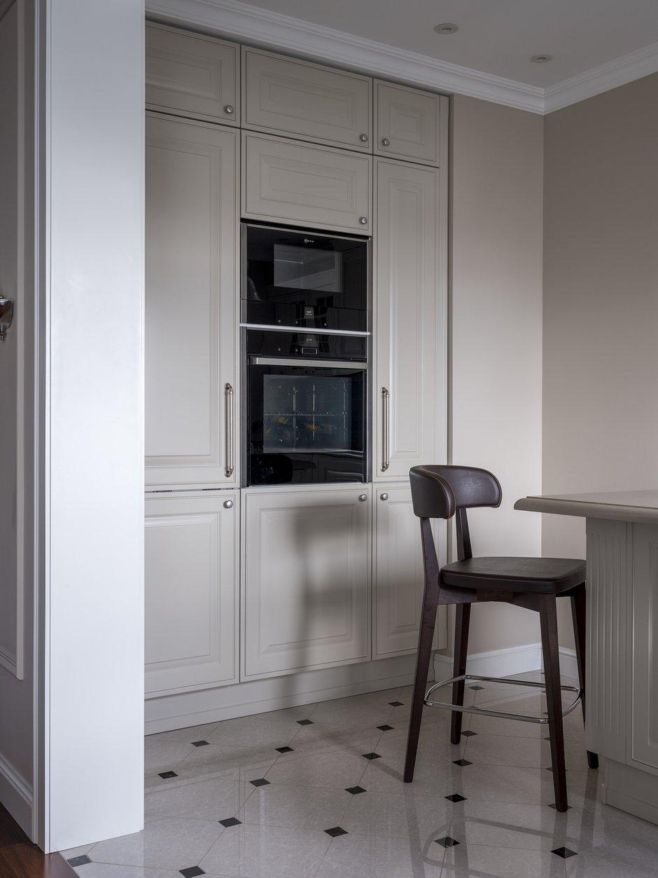 Фотография: Кухня и столовая в стиле Классический, Современный, Квартира, Проект недели, Москва, Лидия Большакова, 4 и больше, Более 90 метров – фото на INMYROOM