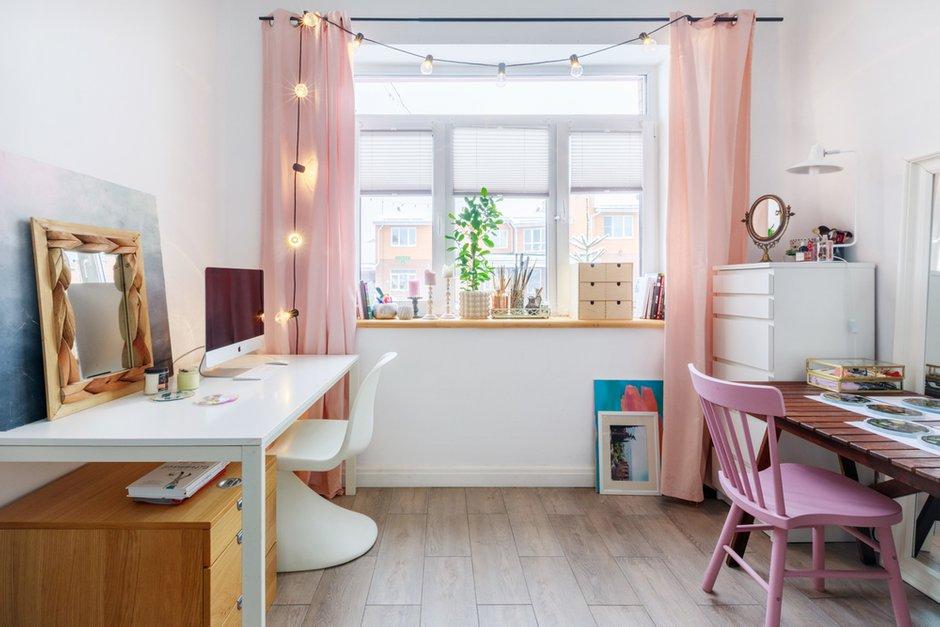 Фотография: Кабинет в стиле Скандинавский, Проект недели, Samsung, Таунхаус, 4 и больше, Спецпроект, интерьерный холодильник, интерьерная микроволновая печь – фото на INMYROOM