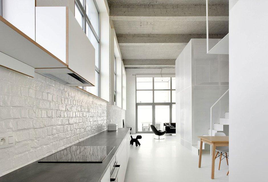 Фотография: Кухня и столовая в стиле Скандинавский, Квартира, Цвет в интерьере, Дома и квартиры, Белый, Проект недели – фото на INMYROOM