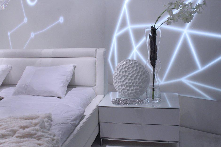 Фотография: Спальня в стиле Современный, Декор интерьера, Интерьер комнат, Цвет в интерьере, Белый – фото на INMYROOM