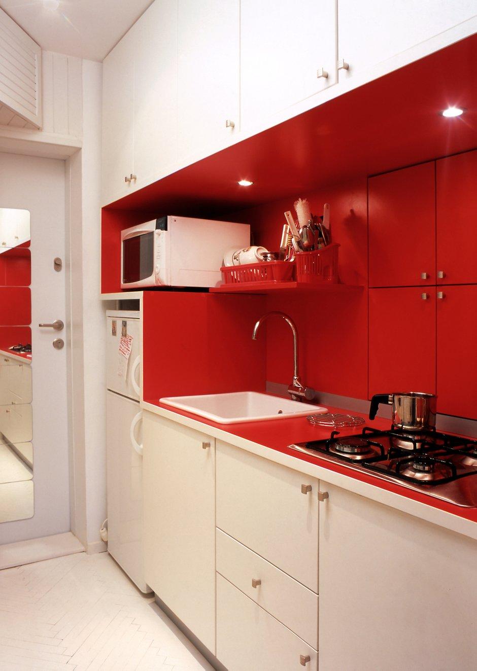 Фотография: Кухня и столовая в стиле Современный, Декор интерьера, Малогабаритная квартира, Квартира, Цвет в интерьере, Стиль жизни, Советы – фото на INMYROOM