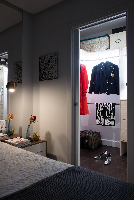 Фотография: Гардеробная в стиле Современный, Квартира, Проект недели, «Уютная квартира», Наталья Преображенская, Монолитный дом, 2 комнаты, 40-60 метров – фото на INMYROOM
