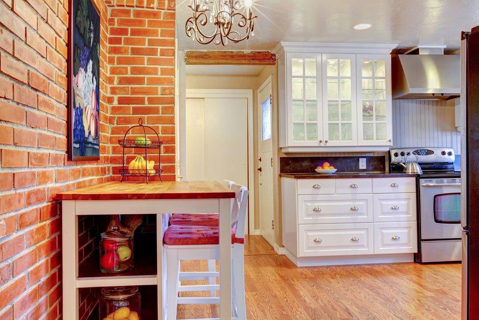 Фотография: Кухня и столовая в стиле Прованс и Кантри, Классический, Лофт, Современный, Декор интерьера, Квартира, Дом, Декор дома, Стена – фото на INMYROOM
