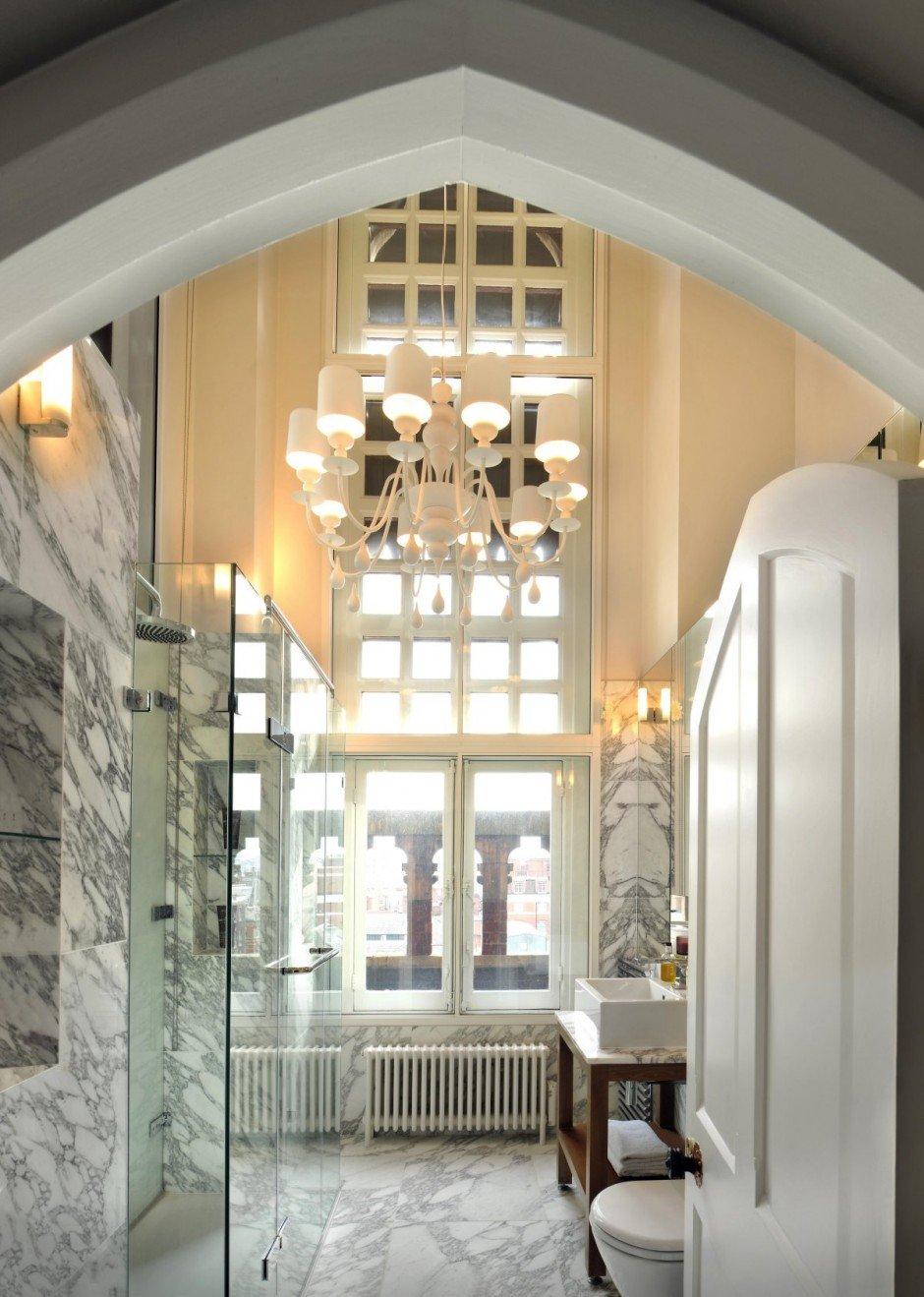 Фотография: Ванная в стиле , Квартира, Flos, Дома и квартиры, Лондон, Лестница, Библиотека, Готический – фото на INMYROOM