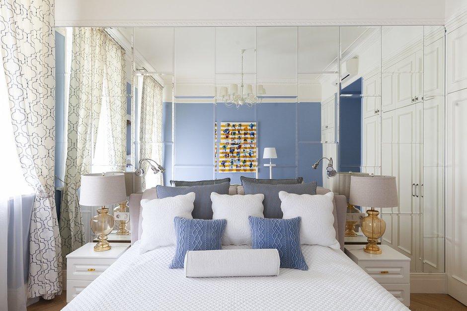Фотография: Спальня в стиле Классический, Квартира, Проект недели, Москва, Кирпичный дом, 2 комнаты – фото на INMYROOM