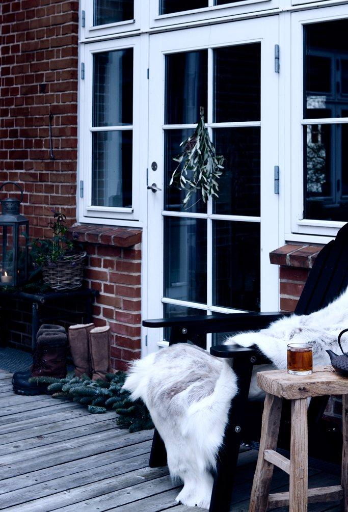 Фотография: Балкон, Терраса в стиле Прованс и Кантри, Декор интерьера, Малогабаритная квартира, Квартира, Праздник, Цвет в интерьере, Дома и квартиры, Белый – фото на InMyRoom.ru