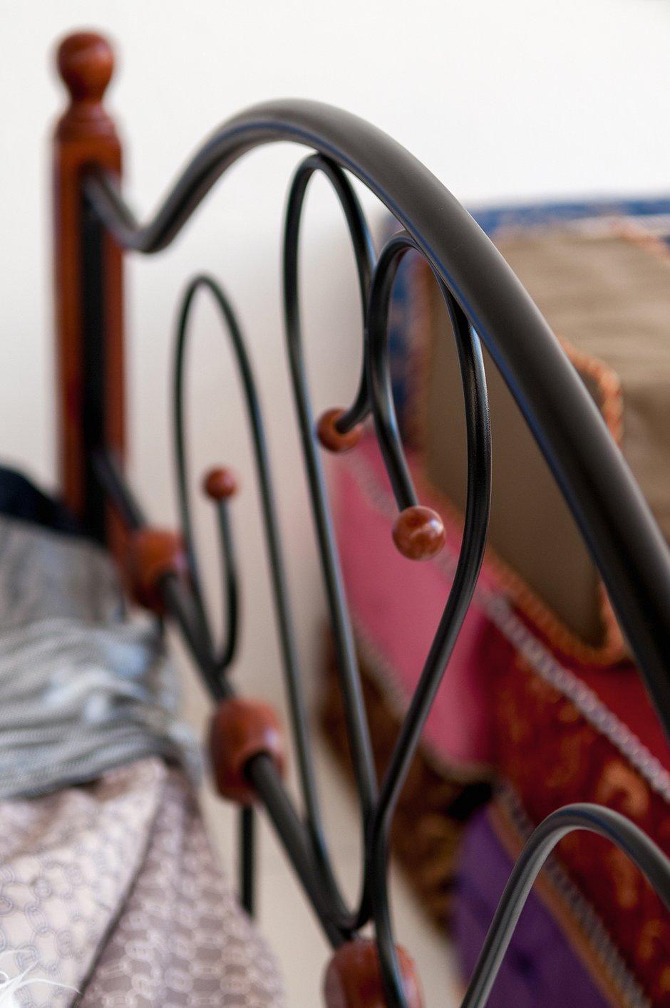 Фотография:  в стиле , Эклектика, Декор интерьера, Дом, Архитектура, Дизайн интерьера, Декор, Мебель и свет, Проект недели, Переделка, Дача, Мансарда, Строительные материалы, Дом и дача, Фазенда, Строительные работы, как обустроить мансарду, спальня в мансарде, лаундж-зона – фото на INMYROOM