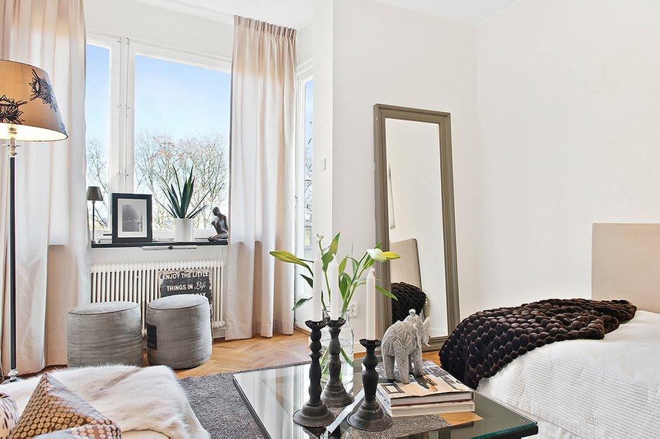 Фотография: Спальня в стиле Скандинавский, Современный, Малогабаритная квартира, Квартира, Цвет в интерьере, Дома и квартиры, Белый, Гетеборг – фото на INMYROOM