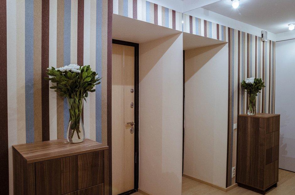 Фотография:  в стиле , Эклектика, Квартира, Eames, Белый, Минимализм, Проект недели, Москва, Бежевый, Перегородка, Коричневый, Барная стойка, ИКЕА, маленькая гостиная, идеи для маленькой гостиной, перепланировка двухкомнатной квартиры, идеи для маленькой кухни, Eijffinger, Kerama Marazzi, спальня-гостиная, перепланировка двушки, маленькая кухня, идеи планировки маленькой кухни, Lussole, малометражная кухня, планировка маленькой кухни, Khroma, Odeon, барная стойка на кухне, дизайн маленькой комнаты, Favourite, Egger, Территория кухни, Anderssen, Наталья Сытенкова, дом серии II-29, Армата – фото на INMYROOM