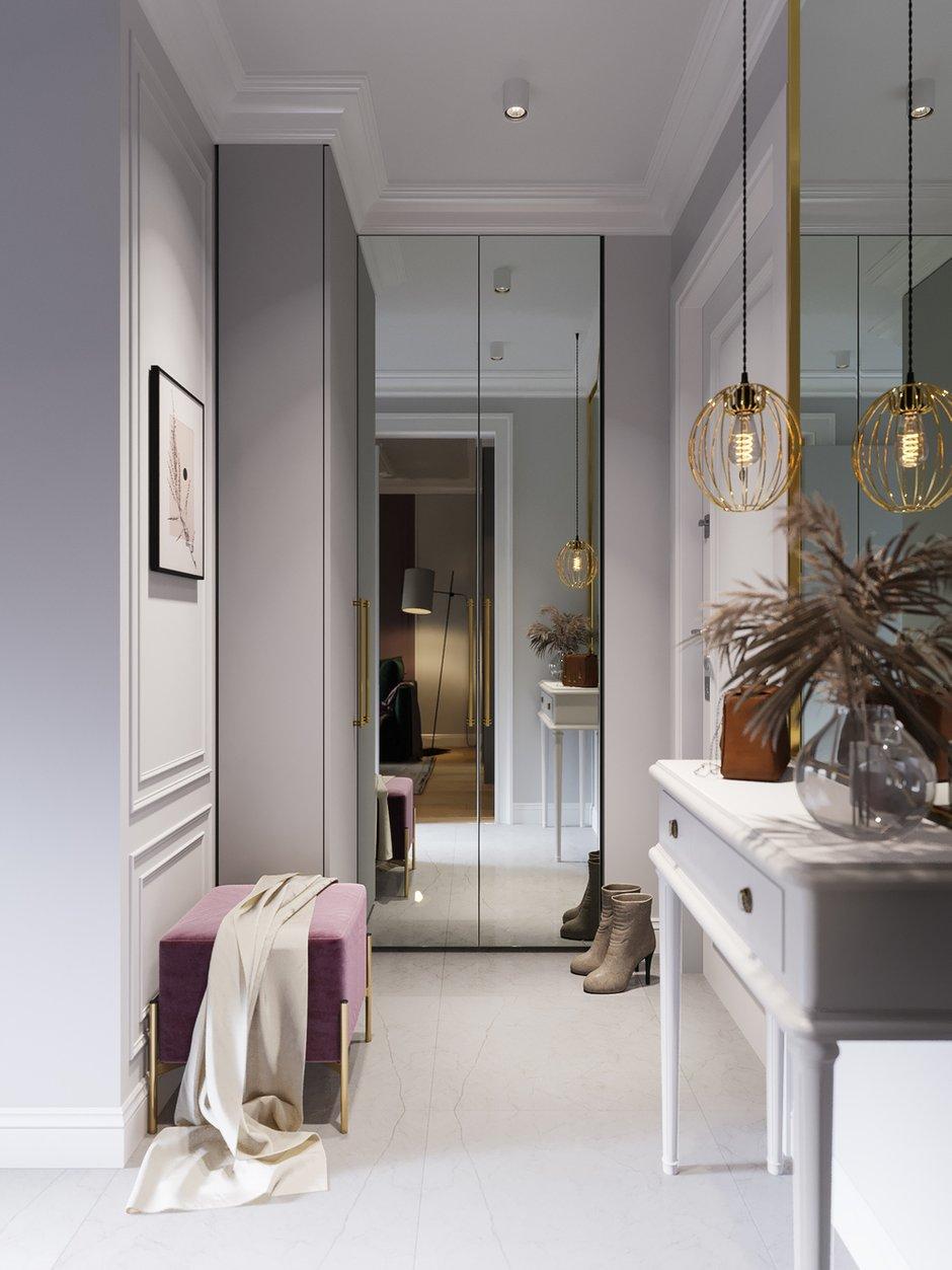 Зеркальные фасады шкафа в прихожей визуально расширяют пространство.