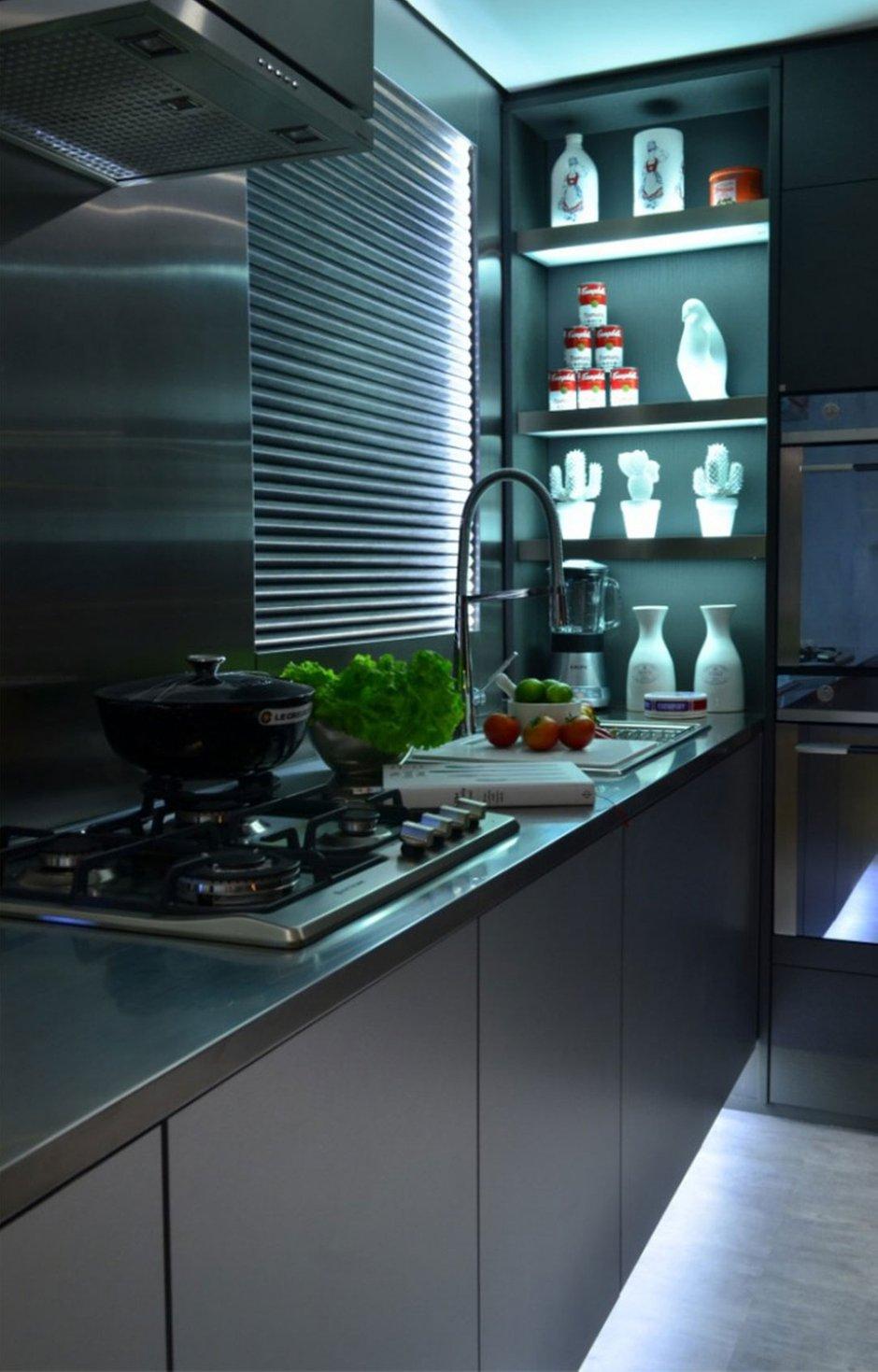 Фотография: Кухня и столовая в стиле Лофт, Хай-тек, Интерьер комнат, Проект недели, Граффити – фото на InMyRoom.ru