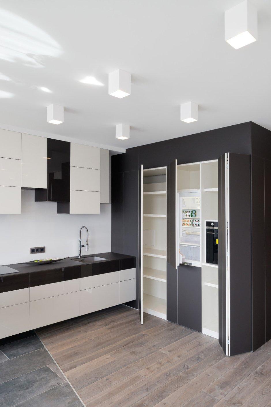 Фотография: Кухня и столовая в стиле Современный, Квартира, Минимализм, Проект недели – фото на INMYROOM