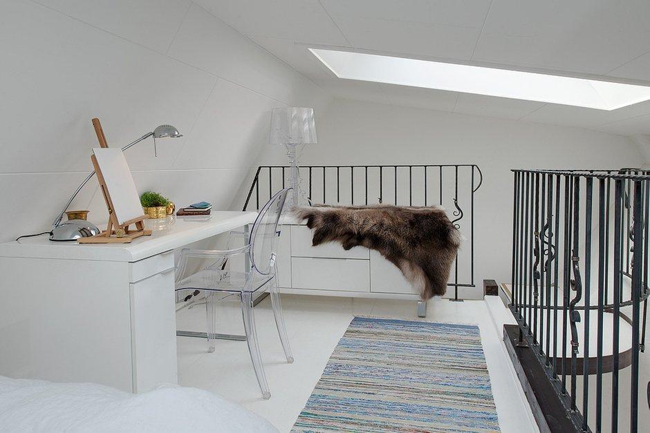 Фотография: Спальня в стиле Скандинавский, Малогабаритная квартира, Квартира, Цвет в интерьере, Дома и квартиры, Белый, Мансарда – фото на INMYROOM