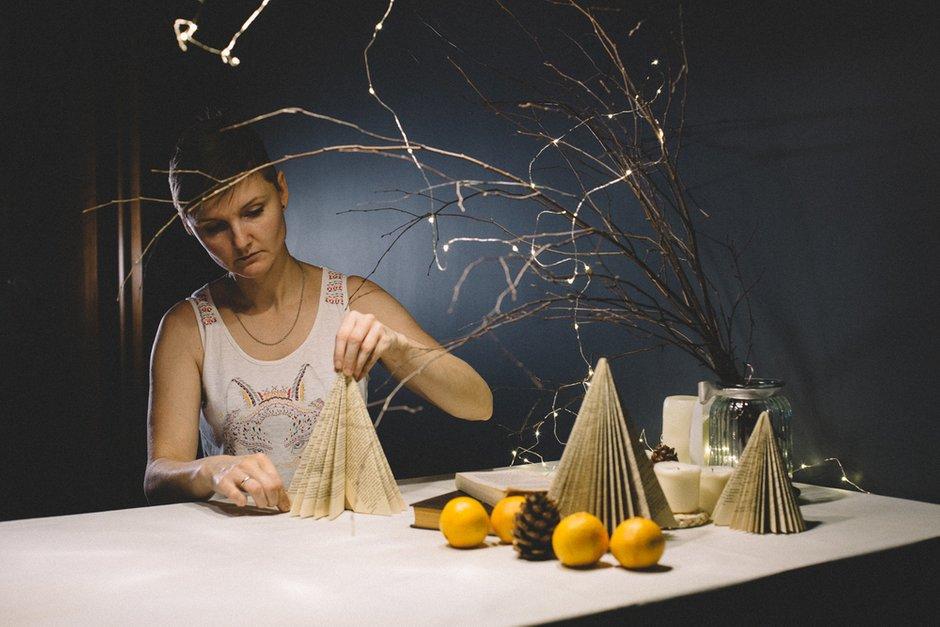 Фотография:  в стиле , DIY, декор стола, новогоднее оформление интерьера, новогодняя сервировка стола – фото на INMYROOM