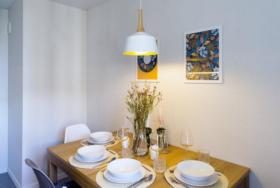 Фотография: Кухня и столовая в стиле Современный, Скандинавский, Квартира, Проект недели, Одинцово, Кирпичный дом, 2 комнаты, 60-90 метров, Flatforfox – фото на INMYROOM