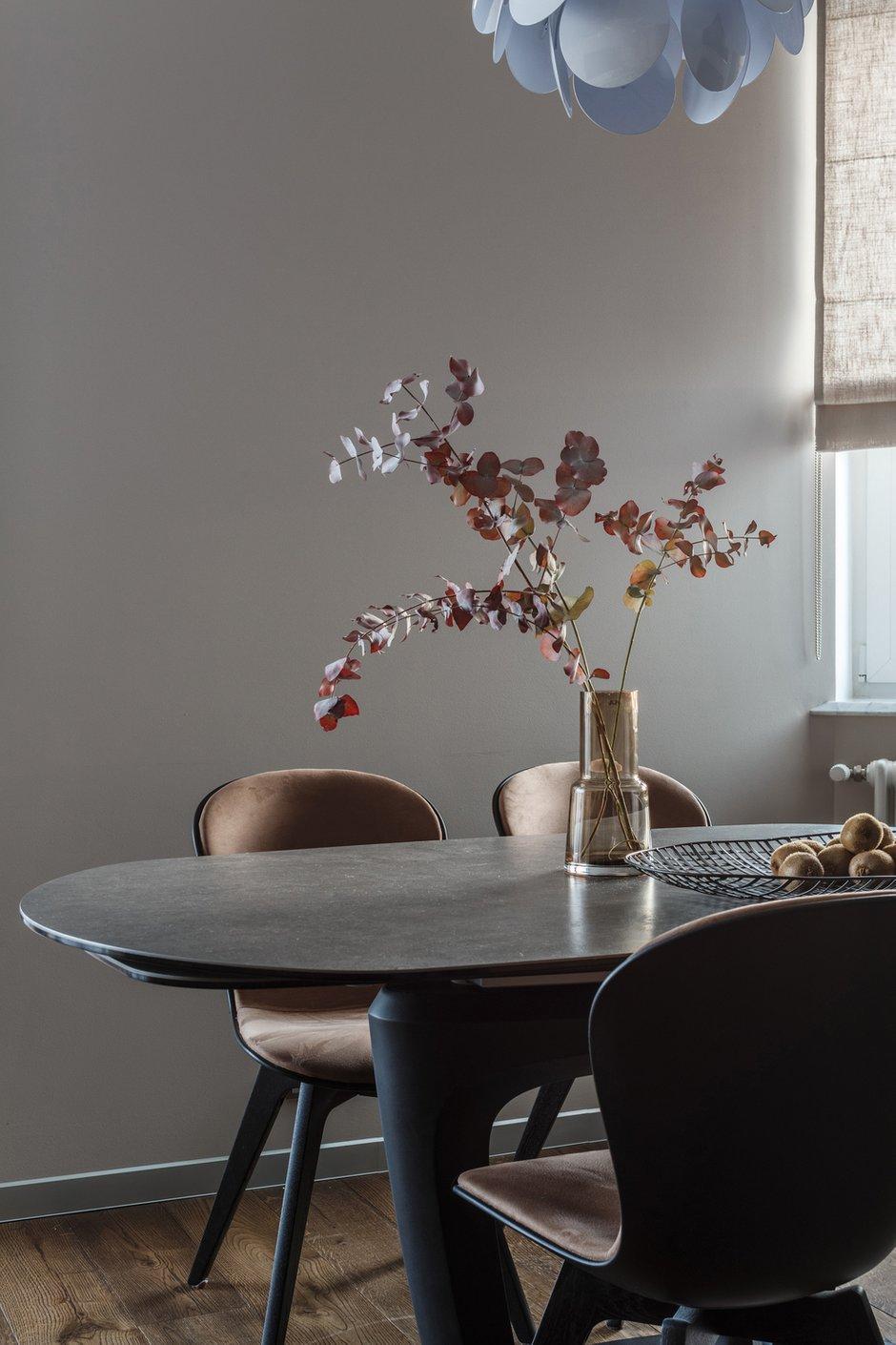 Фотография: Кухня и столовая в стиле Современный, Квартира, Проект недели, Москва, Монолитный дом, 4 и больше, Более 90 метров, Юлия Кишкович – фото на INMYROOM