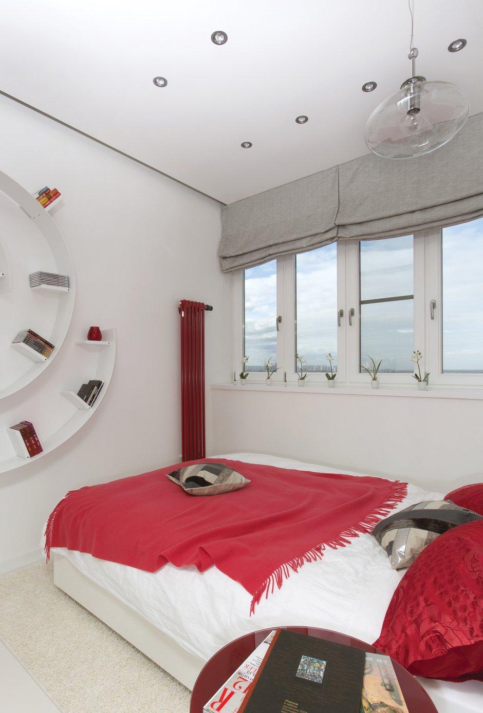 Фотография: Спальня в стиле Хай-тек, Квартира, Цвет в интерьере, Дома и квартиры, Белый – фото на INMYROOM