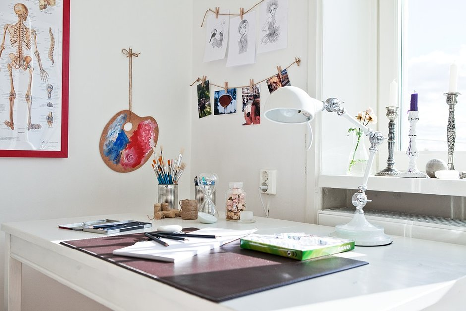 Фотография: Офис в стиле Скандинавский, Малогабаритная квартира, Квартира, Швеция, Цвет в интерьере, Дома и квартиры, Белый – фото на INMYROOM