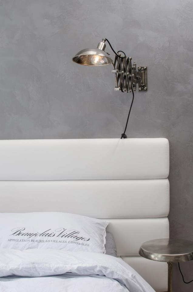 Фотография: Спальня в стиле Современный, Лофт, Декор интерьера, Дизайн интерьера, Мебель и свет, Цвет в интерьере, Минимализм, Светильники, Индустриальный – фото на INMYROOM