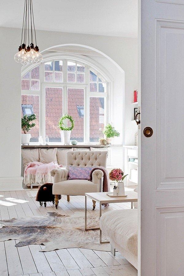 Фотография: Гостиная в стиле Скандинавский, Квартира, Швеция, Цвет в интерьере, Дома и квартиры, Белый, Шебби-шик – фото на INMYROOM
