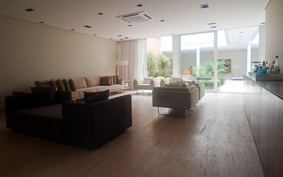 Фотография: Гостиная в стиле Современный, Дом, Дома и квартиры, Бассейн – фото на INMYROOM
