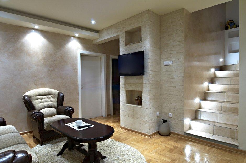 Фотография: Гостиная в стиле Классический, Современный, Декор интерьера, Дом, Декор дома, Лестница – фото на INMYROOM