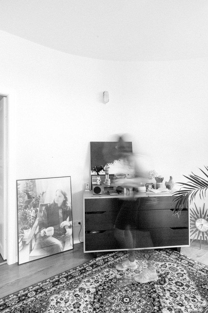Фотография: Кухня и столовая в стиле Современный, Скандинавский, Эклектика, Декор интерьера, Квартира, Декор, Мебель и свет, Проект недели, советское ретро в интерьере, эклектика в интерьере, скандинавские мотивы в интерьере, студия в скандинавском стиле, как оформить студию – фото на INMYROOM