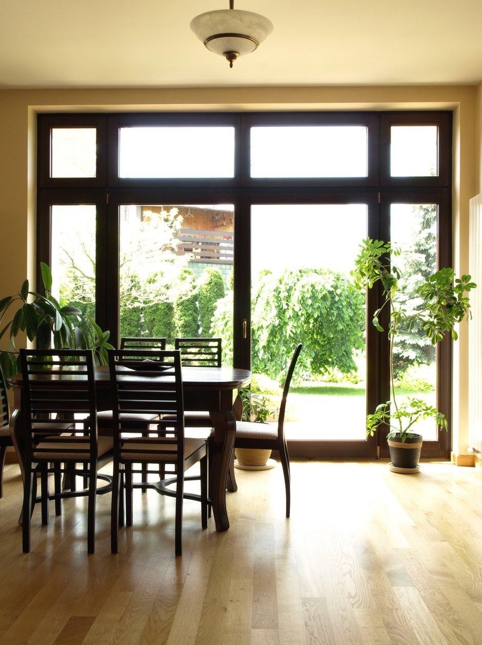Фотография: Кухня и столовая в стиле Современный, Декор интерьера, Декор дома, Советы, Большие окна, Панорамные окна – фото на INMYROOM