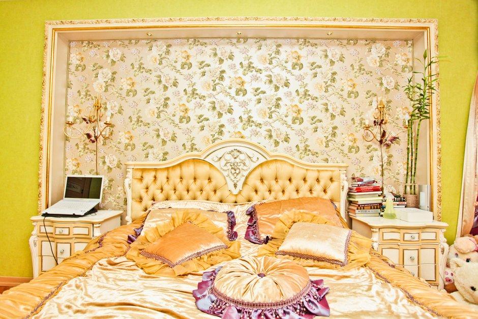 Фотография: Спальня в стиле Классический, Современный, Квартира, Дома и квартиры, Роспись – фото на INMYROOM