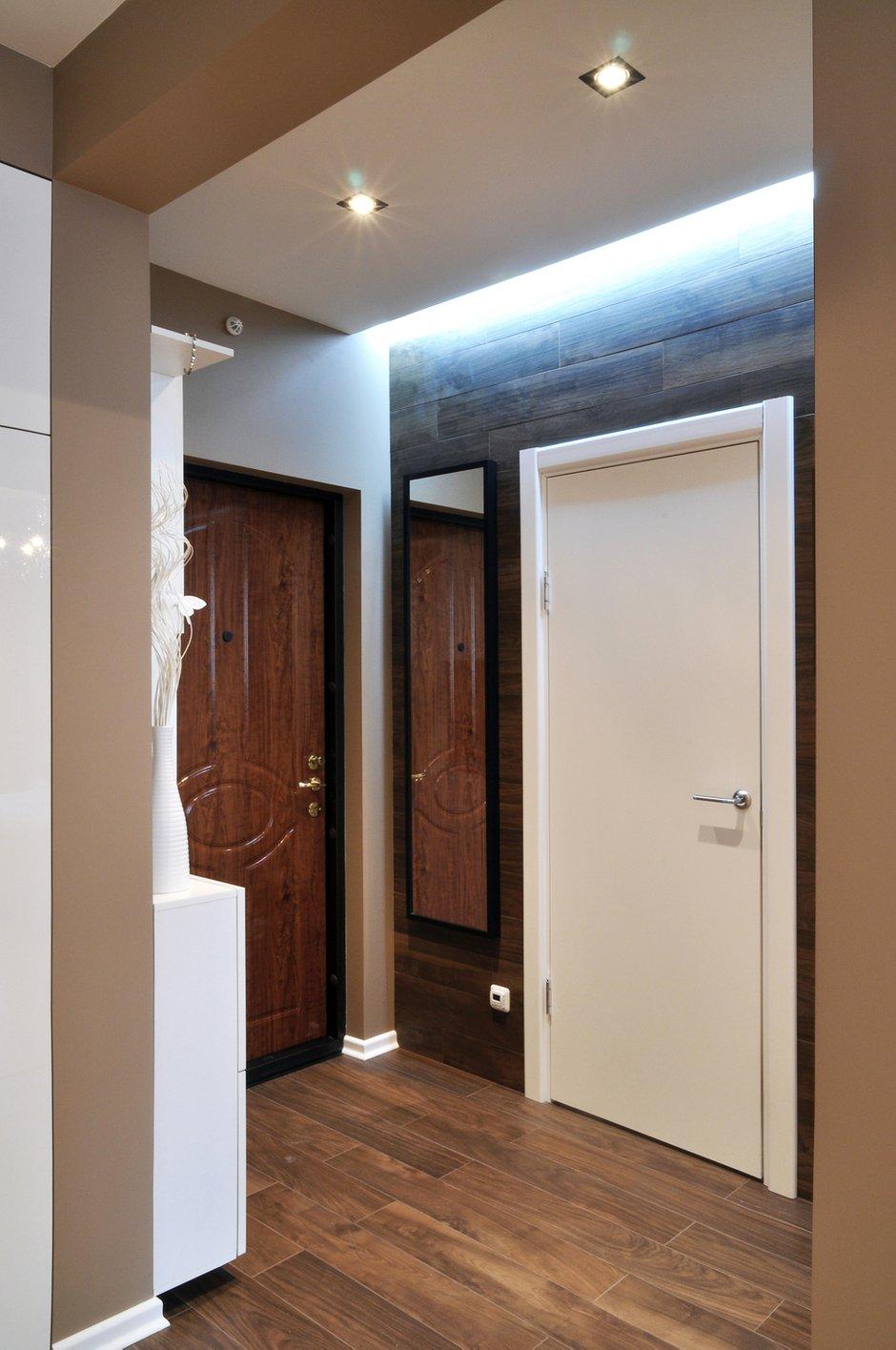 Фотография: Прихожая в стиле Скандинавский, Современный, Малогабаритная квартира, Квартира, Цвет в интерьере, Дома и квартиры, Белый, Переделка – фото на INMYROOM