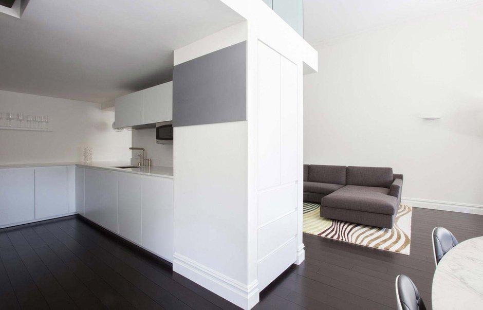 Фотография: Кухня и столовая в стиле Современный, Интерьер комнат, Цвет в интерьере, Белый – фото на INMYROOM