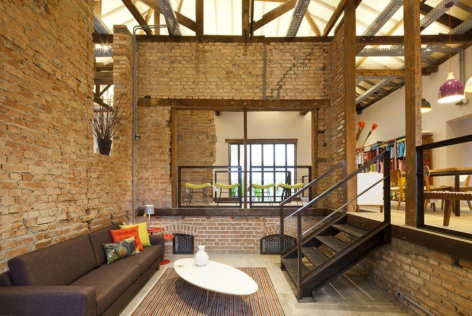 Фотография: Гостиная в стиле , Дома и квартиры, Городские места, Стена – фото на INMYROOM