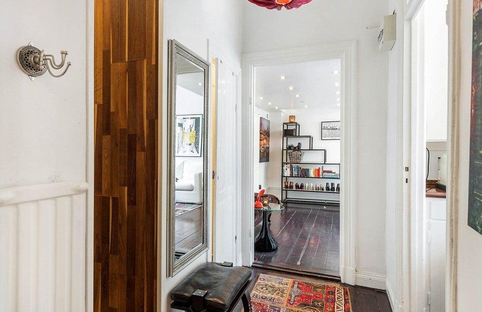 Фотография: Прихожая в стиле Скандинавский, Малогабаритная квартира, Квартира, Швеция, Дома и квартиры, Стена – фото на INMYROOM