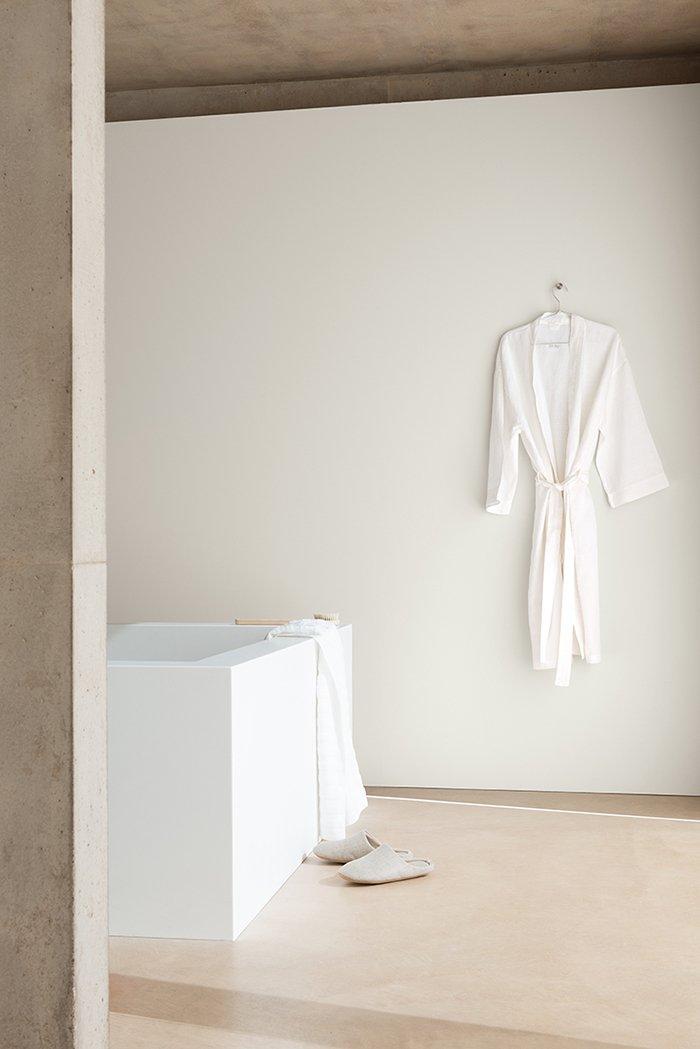 Фотография: Ванная в стиле , Декор интерьера, Дизайн интерьера, Цвет в интерьере, Белый, Dulux, Краска – фото на INMYROOM