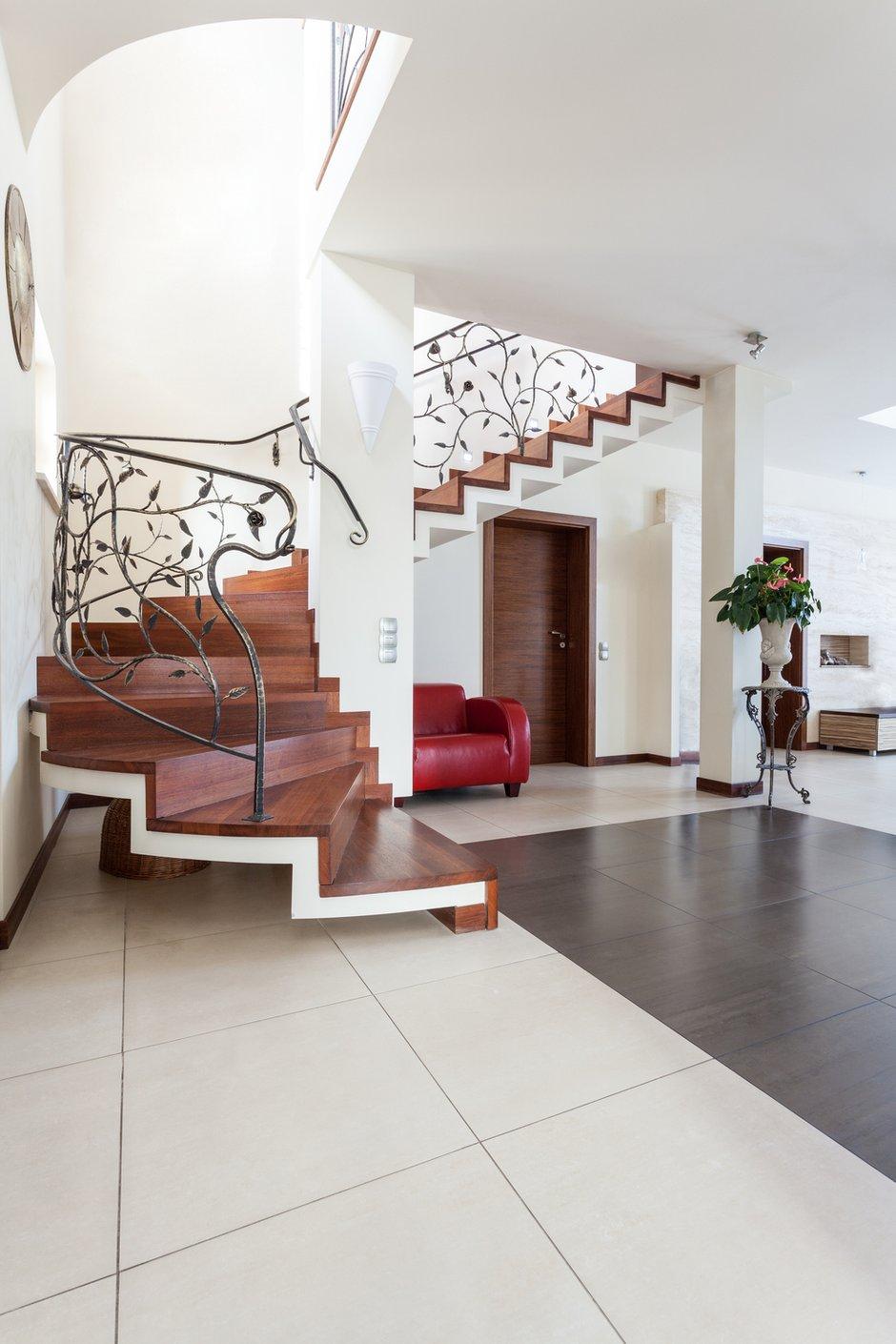 Фотография:  в стиле Современный, Декор интерьера, Дом, Декор дома, Лестница – фото на INMYROOM