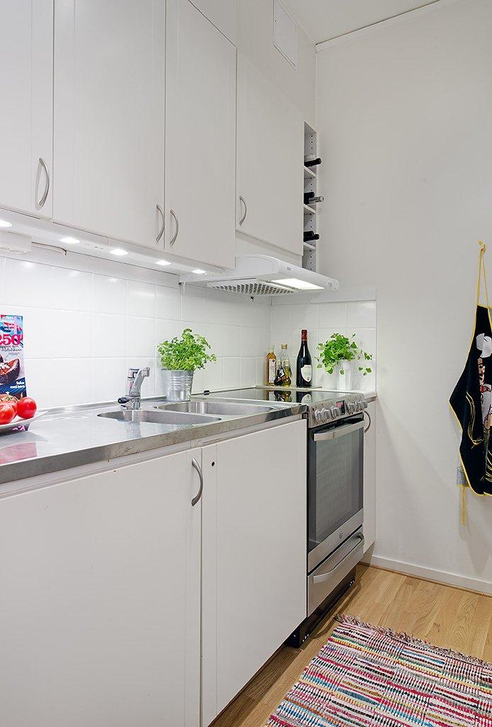 Фотография: Кухня и столовая в стиле Скандинавский, Современный, Декор интерьера, Интерьер комнат, Мебель и свет, Цвет в интерьере, Белый, Тема месяца, Окна – фото на INMYROOM