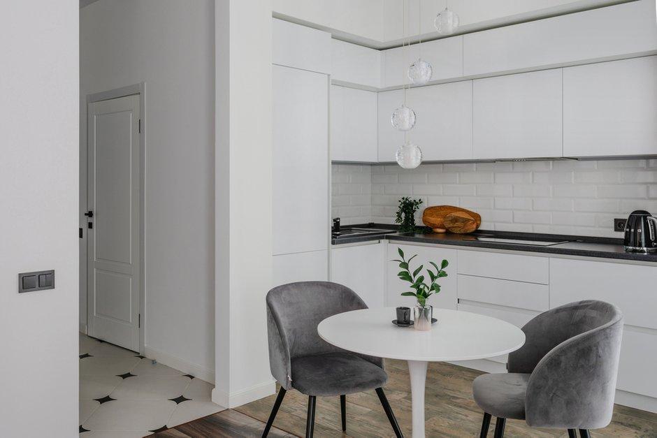 Фотография: Кухня и столовая в стиле Современный, Квартира, Проект недели, Москва, Samsung, 2 комнаты, 60-90 метров, Монолитно-кирпичный, the serif – фото на INMYROOM