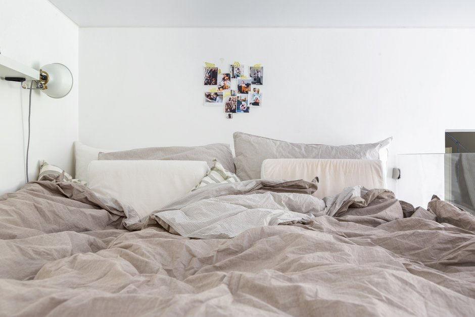 Фотография: Спальня в стиле Скандинавский, Квартира, Белый, Проект недели, Москва, Серый, Коричневый, Герой InMyRoom, Хрущевка, 2 комнаты, 40-60 метров, I-511, Даша Третьякова – фото на INMYROOM