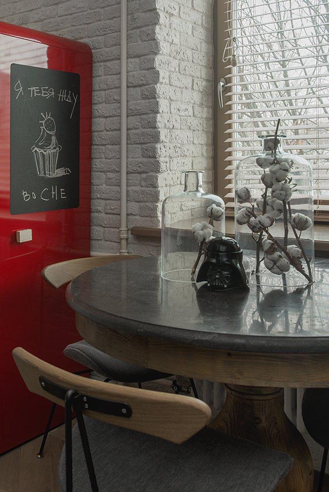 Фотография: Кухня и столовая в стиле Эклектика, Квартира, Проект недели, Москва, Кирпичный дом, 3 комнаты, 40-60 метров, Маша Кунякина – фото на INMYROOM