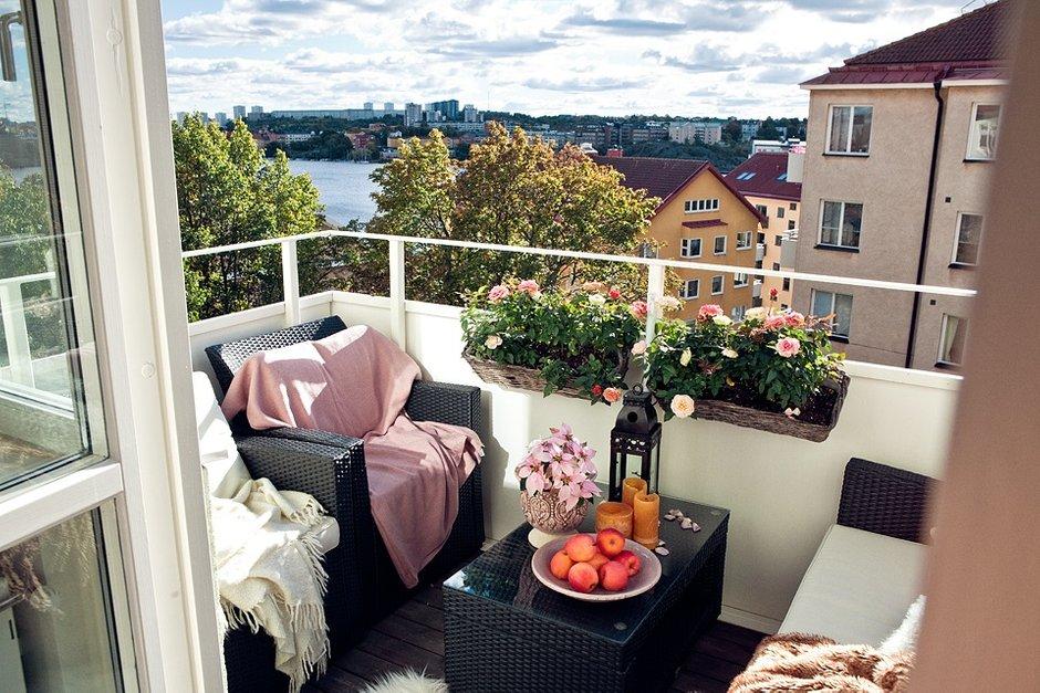 Фотография: Балкон, Терраса в стиле Современный, Скандинавский, Малогабаритная квартира, Квартира, Швеция, Цвет в интерьере, Дома и квартиры, Белый – фото на INMYROOM